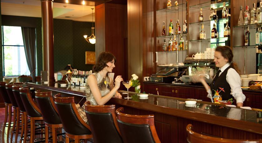 Гостиница Интернатионал Ташкент бар