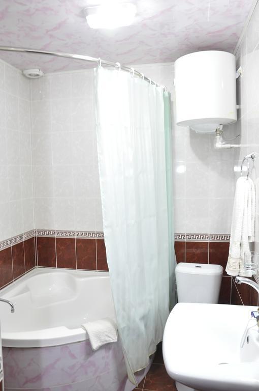 Гостиница Мадраса Амирхон Хива ванная 1