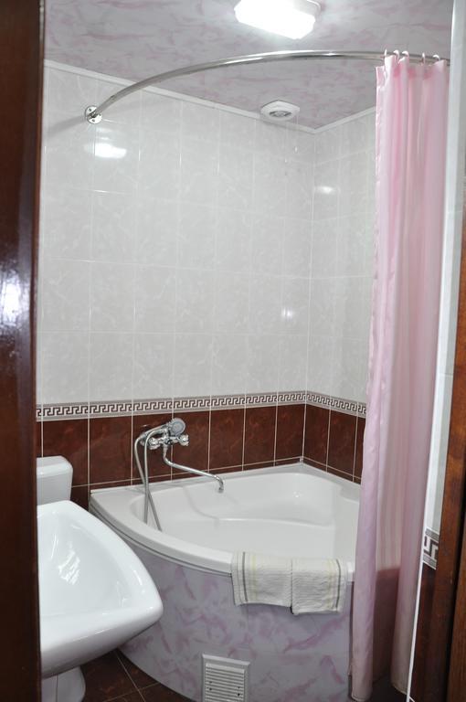 Гостиница Мадраса Амирхон Хива ванная 2