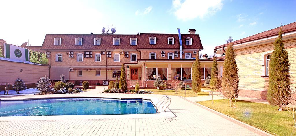 Гостиница Шарк Ташкент бассейн 1