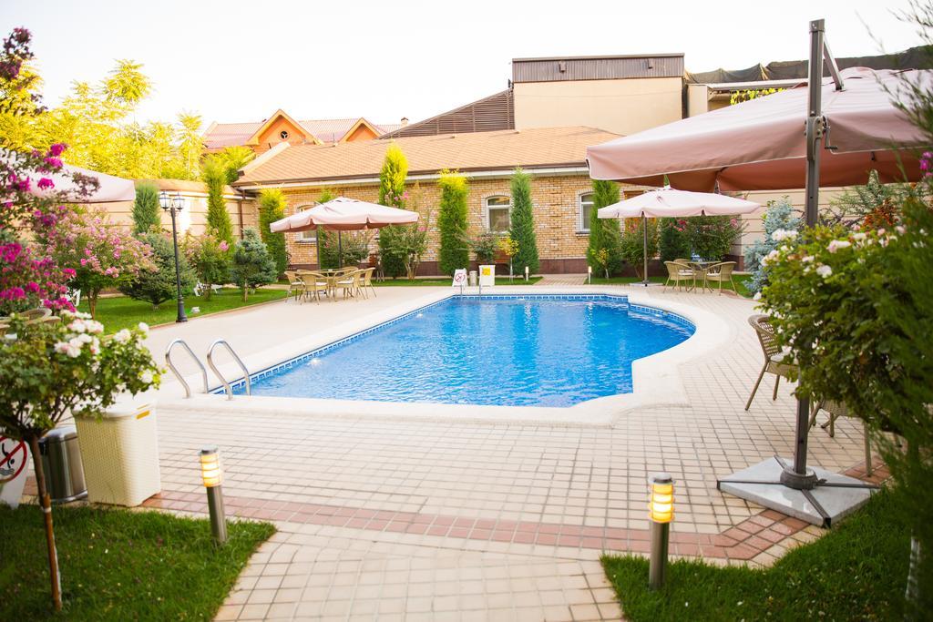 Гостиница Шарк Ташкент бассейн 5