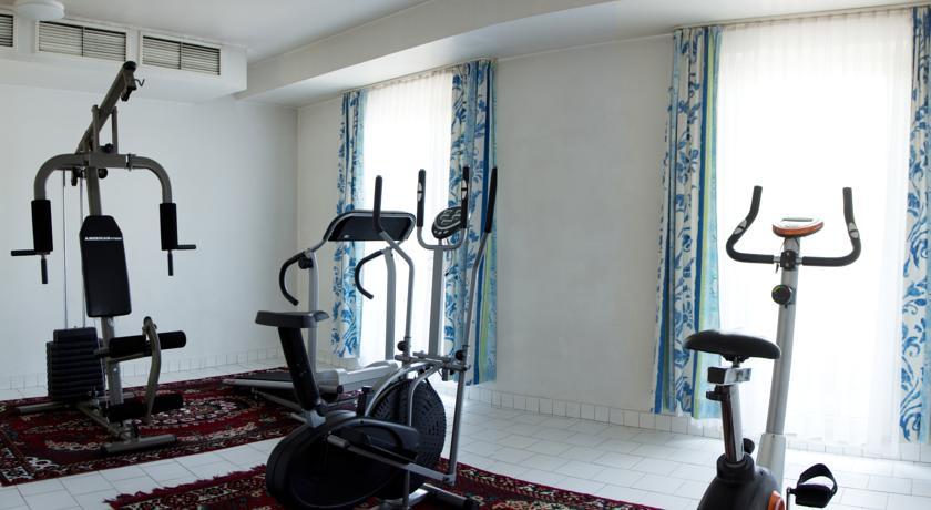 Гостиница Шодлик Палас Ташкент тренажерный зал